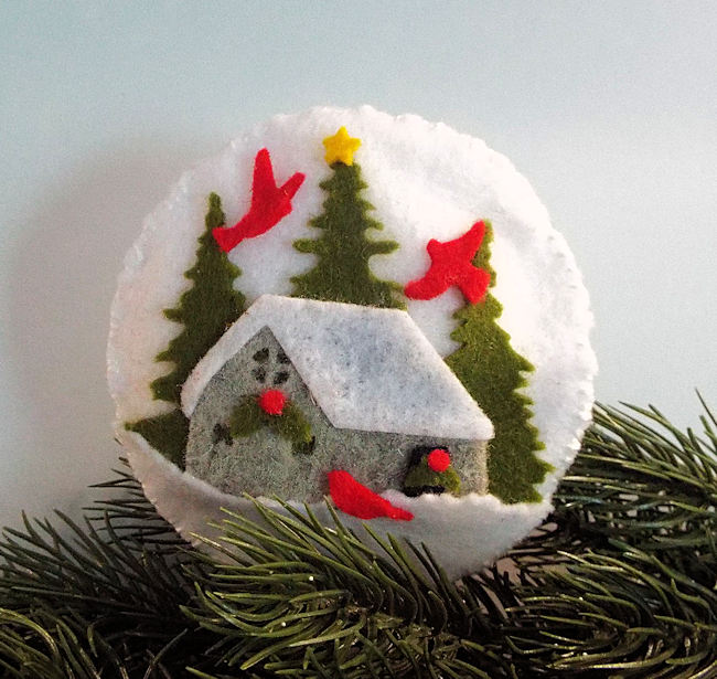 Click thru to see how I made cozy felt ornaments